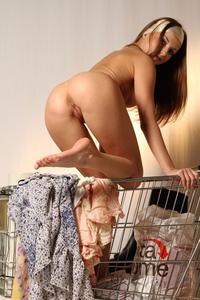 http://img218.imagevenue.com/loc1112/th_000125806_tduid300163_MetArt_Entita_Alyssa_A_high_0091_123_1112lo.jpg