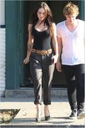 Nov 16, 2010 - Megan Fox Hotness Out N About In Hollywood (32 HQ pics) Th_02652_Upload_by_forum.anhmjn.com_020_122_1149lo