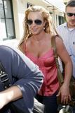 th_01269_brit022sandino_122_12lo - Britney Spears va mieux, son décolleté aussi