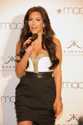 th_749400110_Kardashian001_2011_may6_event_122_616lo.jpg