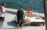HQ's are up..... - HQs of Jennifer Aniston in Miami Beach, FL..... Foto 608 (Штаб являются до ..... - Штаб-квартира Дженнифер Анистон в Miami Beach, FL ..... Фото 608)