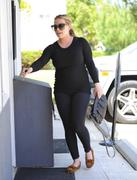 http://img218.imagevenue.com/loc719/th_793862385_Hilary_Duff_heads_to_Pilates_class11_122_719lo.jpg