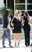 Kim & Kourtney Kardashian headed to E! Studios in LA  08-17-10